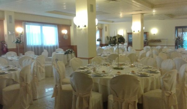 Hall of columns. Ca Scapin in Verona. Events, weddings and baptisms with cooking and catering